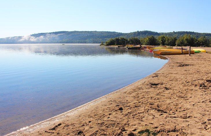 Lago de los Dos Ríos en el Parque Provincial Algonquin
